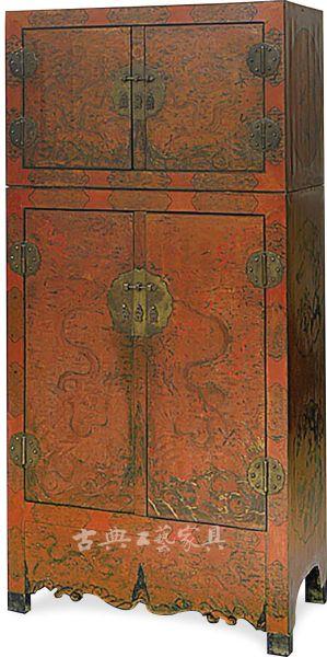 漆地彩绘戗金云龙纹顶竖柜