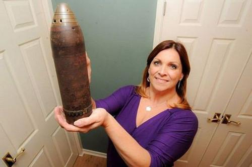 英国女子误将一战未爆炸弹当花瓶30年(图)