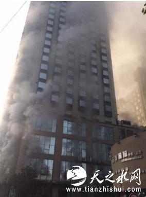 南昌一星级酒店起火现场浓烟滚滚 被困人数不明