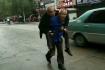 河南一老儿子背老父亲求医照爆红:我陪你到老