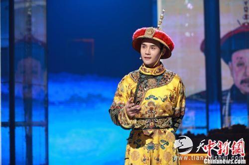 图:王凯首扮乾隆。