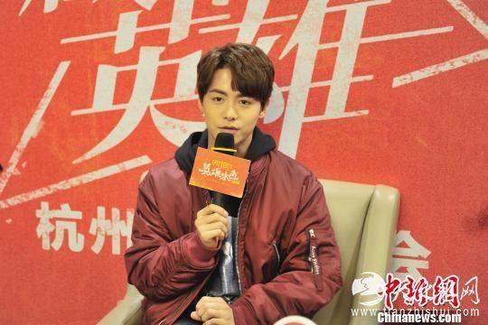 图为:演员马天宇接受媒体采访。 李晨韵 摄