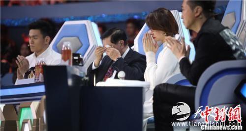 董卿、孙杨等评委在节目中落泪