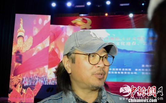电视剧《谷文昌》导演黄克敏在接受媒体采访。 张金川 摄