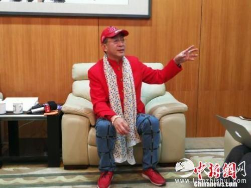 著名演员六小龄童当晚接受a target='_blank' href='http://www.chinanews.com/' 中新网/a记者采访。 康玉湛 摄