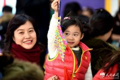 天水千名幼儿学做中国结体验传统文化(天之水网组图)