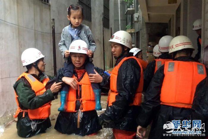 (社会)(4)甘肃文县遭强降雨袭击