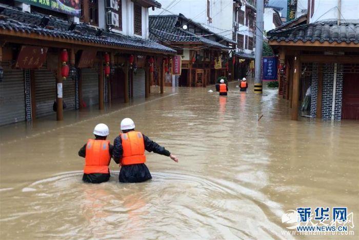 (社会)(1)甘肃文县遭强降雨袭击