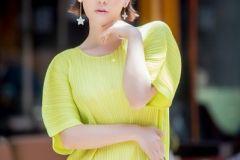 吕佳容三宅一生时尚写真大片 将菱形包背出优雅感