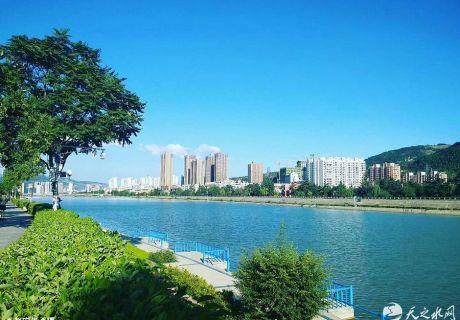 白云飘逸    水天皆蓝 ——遇见最美的城市(天之水网组图)