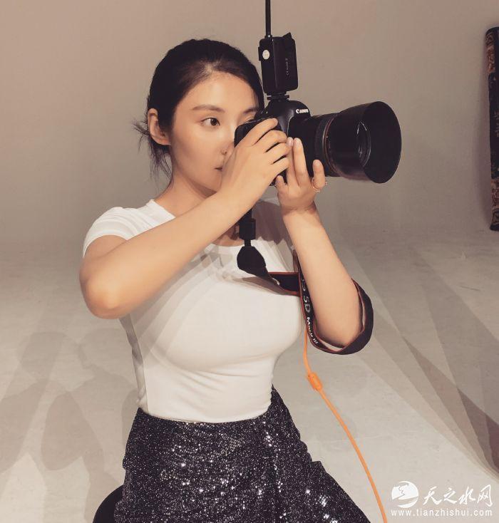 3.余罪大嫂徐冬冬化身女摄影师