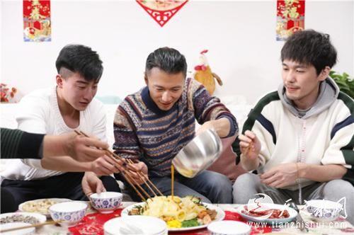 大厨白宇与浩南一起用餐 主办方供图