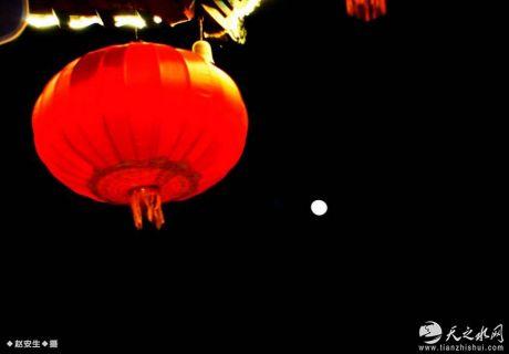 正月十七:天水伏羲庙广场拍月亮(天之水网组图)