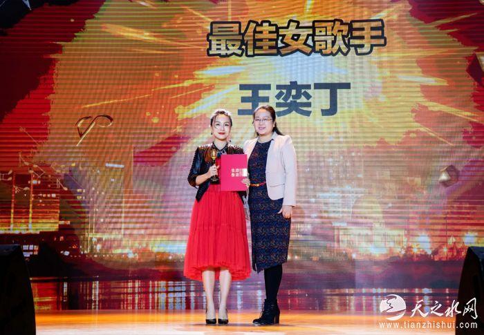 力上加力王奕丁出席十大金曲颁奖盛典2