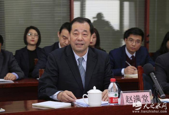 赵满堂董事长在座谈会上介绍盛达集团发展情况和存在的问题。 贾笑云 摄_MG_3668