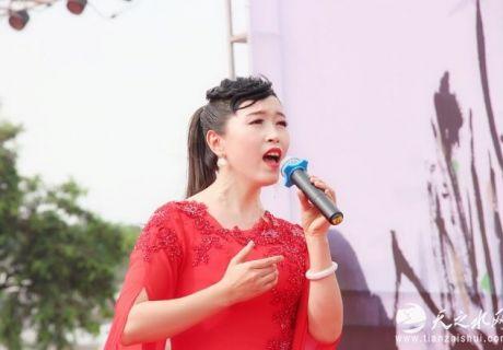 天水青年歌手康莉一首原创歌曲《水墨大像山》唱响伏羲城