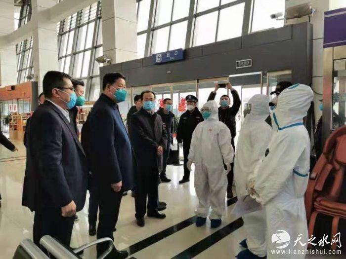 市长王军检查机场疫情防控工作.jpg