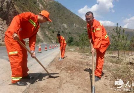 甘肃武山公路全力开展路域环境整治工作