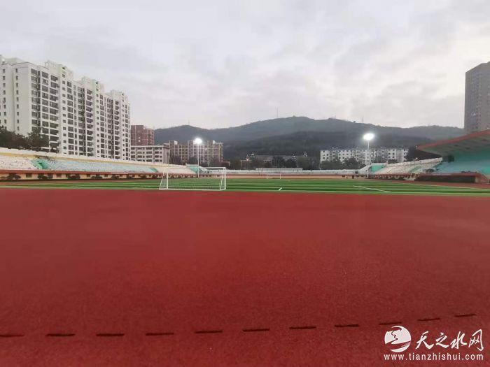 已完成提升改造的体育场塑胶跑道