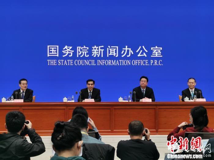 2月26日,国新办就就业和社会保障有关情况举行发布会。<a target='_blank' href='http://www.chinanews.com/' >中新网</a>记者 李金磊 摄
