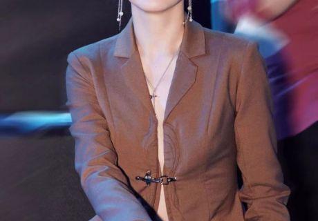 演员任帅亮相中国时装周 开启对时尚的探索之旅